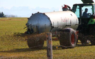 Sperrfrist endet: Gülle-Düngung auf wassergetränkten Böden weiter nicht zulässig