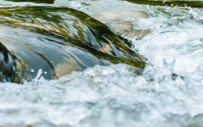 Fernüberwachung von Wasserstand und Wasserdurchfluss