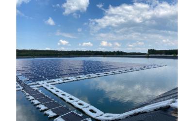 Erste schwimmende Solaranlage erfolgreich installiert